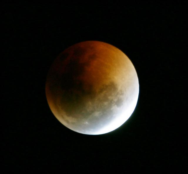 Lunar Eclipse, 28 Aug 2007 - 300mm Canon 300D, 7 images combined